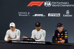 Valtteri Bottas, Mercedes AMG F1, Lewis Hamilton, Mercedes AMG F1 et Max Verstappen, Red Bull Racing en conférence de presse