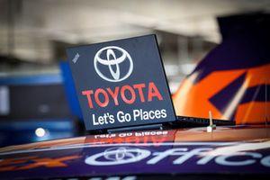 Denny Hamlin, Joe Gibbs Racing, Toyota Camry FedEx Office, laptop TRD engineer
