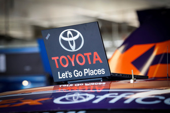 Denny Hamlin, Joe Gibbs Racing, Toyota Camry FedEx Office, laptop TRD engineer