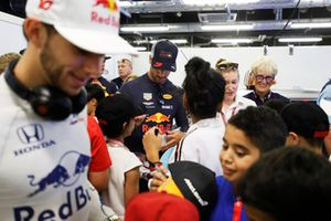 Daniel Ricciardo, Red Bull Racing signs autographs for the grid kids