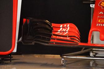 Vue détaillée d'un prototype d'aileron avant de Ferrari pour des essais en vue de 2019