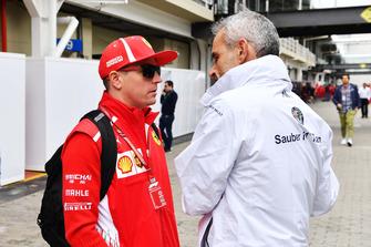 Kimi Raikkonen, Ferrari y Beat Zehnder, gerente del equipo de Alfa Romeo Sauber F1