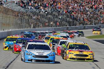Ryan Blaney, Team Penske, Ford Fusion Accella/Carlisle, Clint Bowyer, Stewart-Haas Racing, Ford Fusion Rush Truck Centers/Mobil Delvac 1