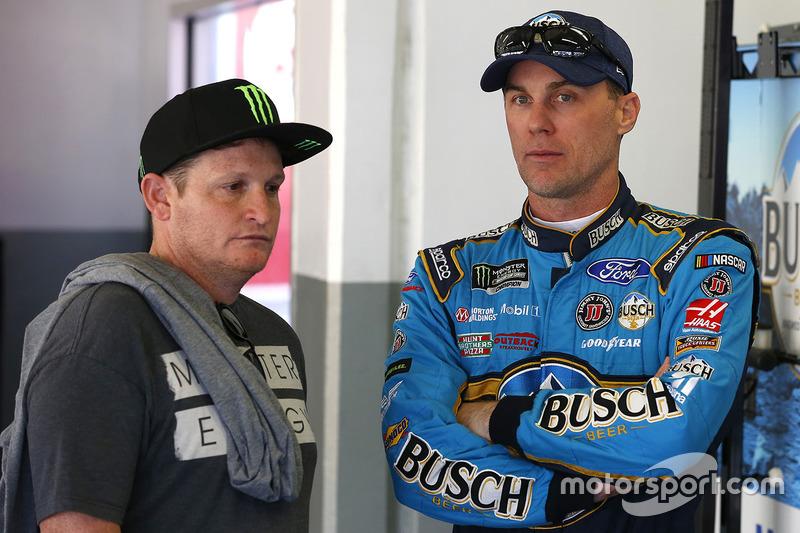 Kevin Harvick, Stewart-Haas Racing Ford, Ricky Carmichael