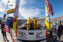 Kyle Busch, Joe Gibbs Racing ,Toyota; Joey Logano, Team Penske, Ford