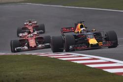 Daniel Ricciardo, Red Bull Racing RB13, leads Sebastian Vettel, Ferrari SF70H, and Kimi Raikkonen, Ferrari SF70H