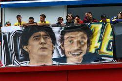 Флаг с Диего Марадоной и Валентино Росси