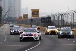 Andy Yan Cheuk Wai, Liqui Moly Team Engstler Volkswagen Golf GTI TCR; Dusan Borkovic, B3 Racing Team SEAT León SEQ