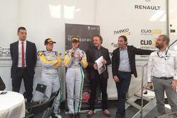 Gabriella Pedroni e Chiara Corso con Francesco Fontana Giusti, Direttore Comunicazione di Renault It