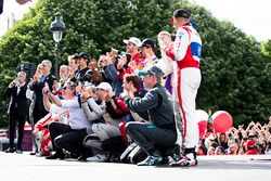 Alejandro Agag, Formula E CEO celebrates with the drivers