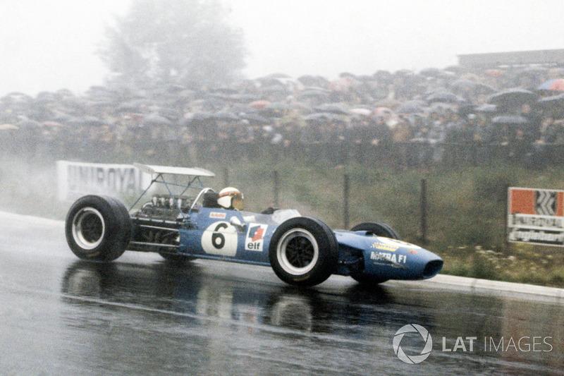 Ее героем стал Джеки Стюарт на Matra, который на новых дождевых шинах Dunlop оказался недосягаем для соперников