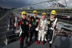 Подиум GTE: победители гонки #66 JMW Motorsport, Ferrari F458 Italia: Роберт Смит, Рори Батчер, Джод