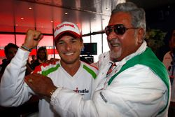 Polesitter Giancarlo Fisichella, Force India, mit Vijay Mallya, Force-India-Teambesitzer
