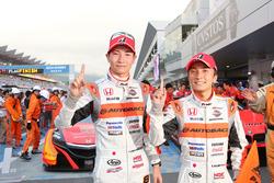 優勝した#8 ARTA NSX-GTの小林崇志、野尻智紀