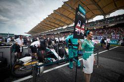 Grid kızı, Lewis Hamilton, Mercedes AMG F1