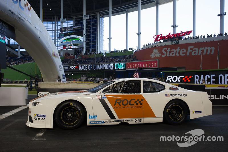 Kurt Busch, driving the Whelen NASCAR