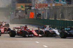 Lewis Hamilton, Mercedes AMG F1 W08, Sebastian Vettel, Ferrari SF70H, Sergio Perez, Sahara Force Ind