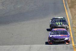 Denny Hamlin, Joe Gibbs Racing Toyota, Kurt Busch, Stewart-Haas Racing Ford
