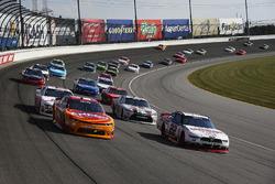Kyle Larson, Chip Ganassi Racing Chevrolet and Ryan Blaney, Team Penske Ford