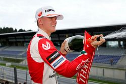 Podio Rookie: Mick Schumacher, Prema Powerteam, Dallara F317 - Mercedes-Benz
