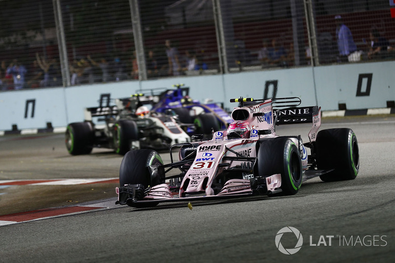 Esteban Ocon, Sahara Force India F1 VJM10. leads Kevin Magnussen, Haas F1 Team VF-17 as Pascal Wehrlein, Sauber C36-Ferrari attacks