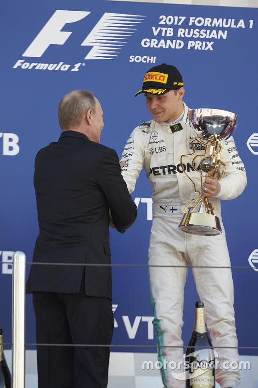 Race winner Valtteri Bottas, Mercedes AMG F1, Russian President Vladimir Putin