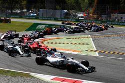 Лэнс Стролл, Williams FW40, Кими Райкконен, Ferrari SF70H, Валттери Боттас, Mercedes AMG F1 W08, и С