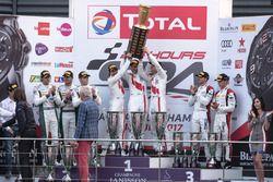 Podio: vincitori della gara #25 Audi Sport Team Sainteloc Racing Audi R8 LMS: Markus Winkelhock, Chr