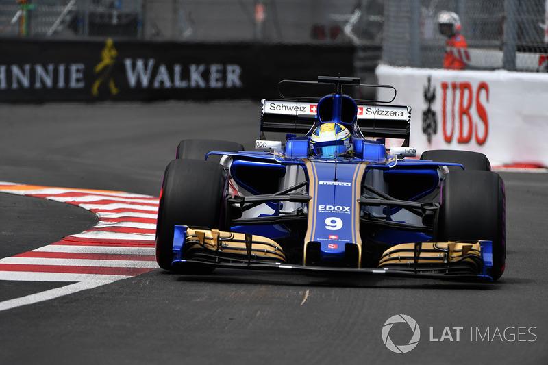 Com um carro pouco competitivo, a Sauber teve desempenho apagado na primeira metade do ano. O time constantemente era eliminado na primeira fase do Q1 e ocupava as últimas posições do pelotão.