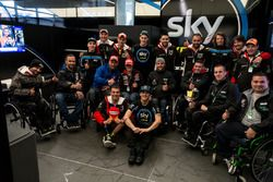 Les pilotes de l'International Bridgestone Handy Race dans le stand du team Sky VR46