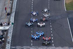 Start: Charlie Kimball, Chip Ganassi Racing Honda, führt