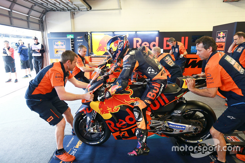 "<img src=""http://cdn-1.motorsport.com/static/custom/car-thumbs/MOTOGP_2017/BIKES/KTM.png"" width=""80"" /> Red Bull KTM Factory Racing"