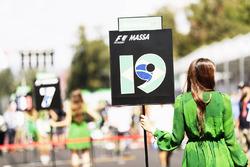 Grid girl for Felipe Massa, Williams FW40