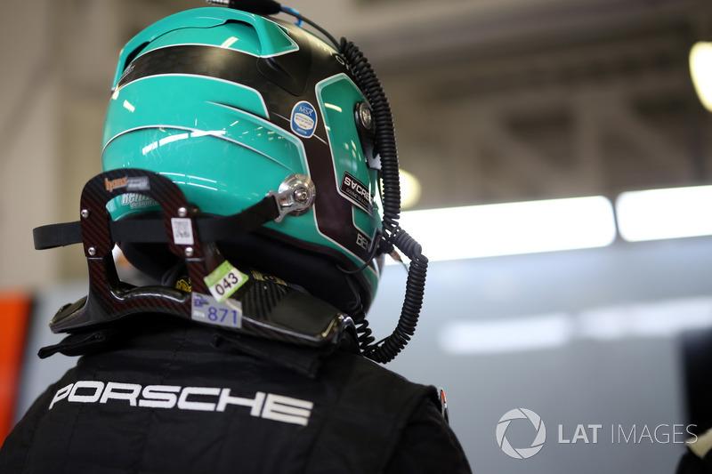 #86 Gulf Racing Porsche 911 RSR: Ben Barker