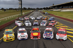 Gruppenfoto: Retro-Designs der Supercars in Sandown 2017