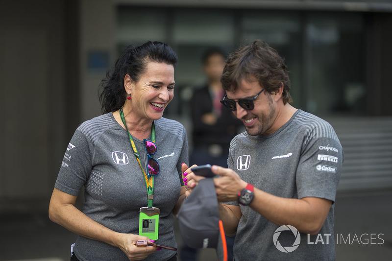 Fernando Alonso, McLaren y Silvia Hoffer Frangipane, McLaren encargada de prensa