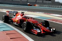 Kimi Raikkonen, Ferrari 2017 Pirelli lastiklerini test ediyor