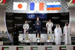 Pierre Gasly, PREMA Racing celebra en el podio con Nobuharu Matsushita, gran premio de ART y Artem M