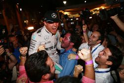 Nico Rosberg, Mercedes AMG Petronas F1 celebrates winning the world championship with his friends and team