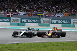 Valtteri Bottas, Mercedes-Benz F1 W08 battles, Daniel Ricciardo, Red Bull Racing RB13