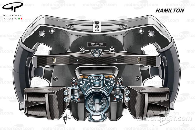 Mercedes W08, Lewis Hamilton'ın direksiyonunun arkası