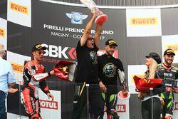 Pere Riba, race winner and 2017 champion Jonathan Rea, Kawasaki Racing, second place Marco Melandri, Ducati Team, third place Tom Sykes, Kawasaki Racing