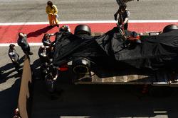 McLaren MCL32 Стоффеля Вандорна возвращается в боксы