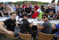 Autograph session, Harrison Newey, Van Amersfoort Racing Dallara F317 - Mercedes-Benz, Joey Mawson,