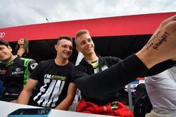 İmza seansı, Ferenc Ficza, Zengo Motorsport, KIA cee'd TCR, Márk Jedlóczky, Unicorse Team, Alfa Rome