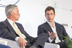 Chase Carey, Chief Executive Officer Formula One Group, Toto Wolff, Mercedes AMG Motorsport-baas