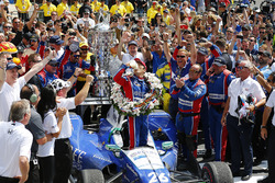 Takuma Sato, Andretti Autosport Honda celebrates with milk in victory lane