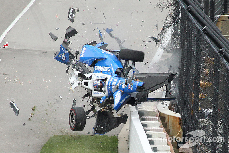 Scott Dixon, Chip Ganassi Racing Honda crasht zwaar