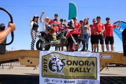 Ricky Brabec en el podio del Sonora Rally México