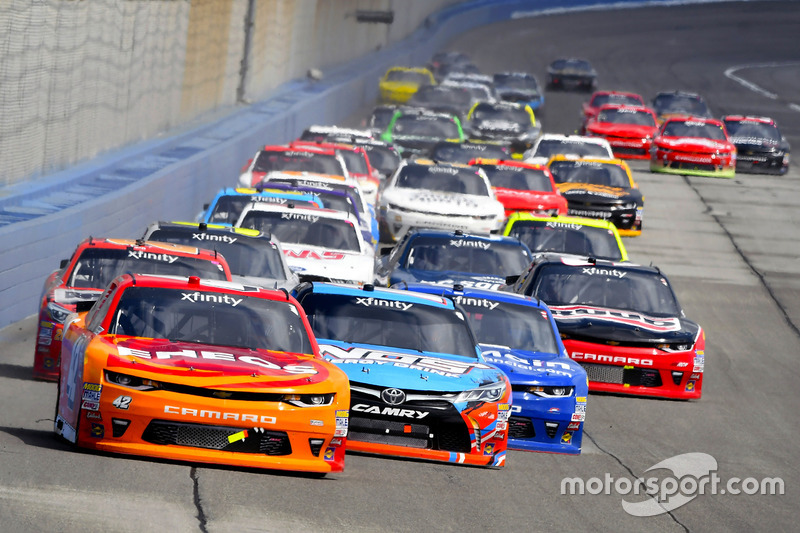 Kyle Larson, Chip Ganassi Racing Chevrolet and Kyle Busch, Joe Gibbs Racing Toyota